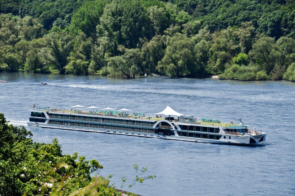 Jokiristeily Lüftner Cruises joella