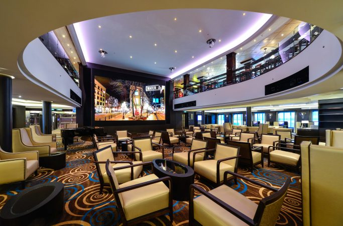 Risteily Norwegian Cruise Line lounge