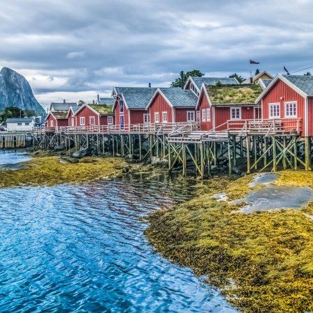 Risteily Hurtigruten kalastajakylä